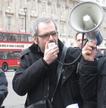Stefano Barone in uno dei cortei di protesta dei Cosmopolitalians