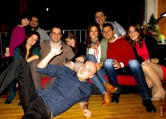 Dario ad una festa con il suo gruppo di amici italiani a Bruxelles