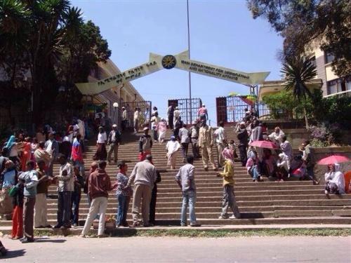 Ministero dell'immigrazione ad Addis Abeba, affollato giorno e notte