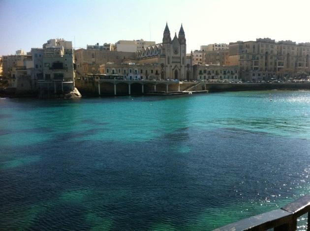 Le acque cristalline dell'isola al centro del Mar Mediterraneo