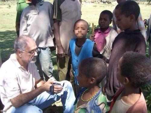 Bolognari in uno dei suoi dieci viaggi etiopi