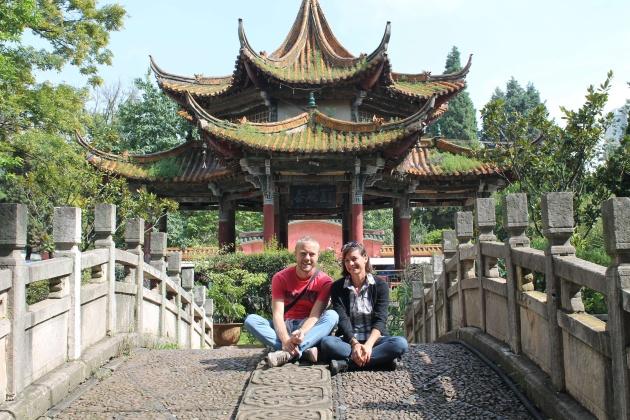 Corinna e suo marito Remi a Kunming, nella Cina Occidentale