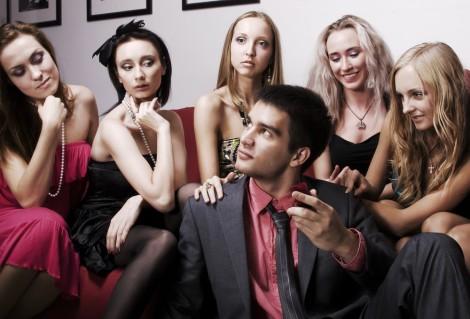 seduzione-frequentare-piu-donne-prima-di-impegnarsi